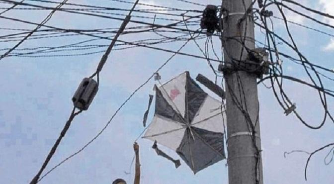 """Niño de 12 años muerto y otro grave al recibir descarga eléctrica cuando jugaban """"chichigua"""""""