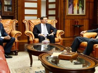 El procurador Jean Rodríguez (centro) junto al magistrado Fernando Quezada y Robert Copley, durante el encuentro.