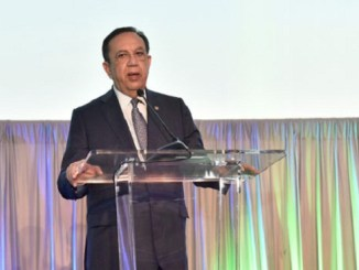 Héctor Valdez Albizu durante su exposición en la reunión de Felaban