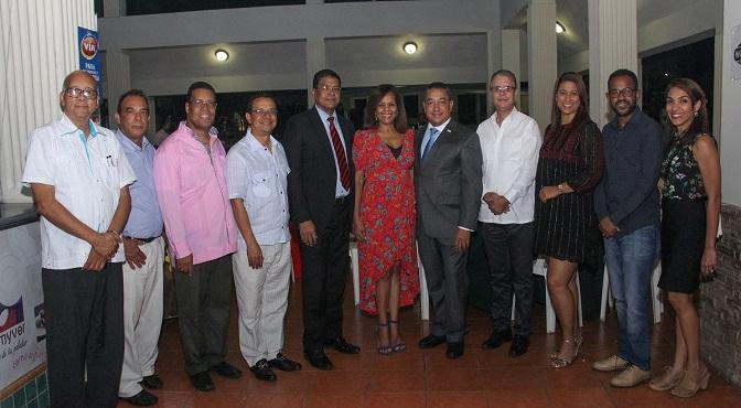 Directivos de Adompretur junto a Alejandro Herrera, director del IDAC