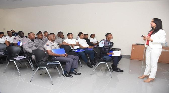 Procuraduría capacita 150 agentes del CESTUR para prevención de criminalidad en la Zona Colonial