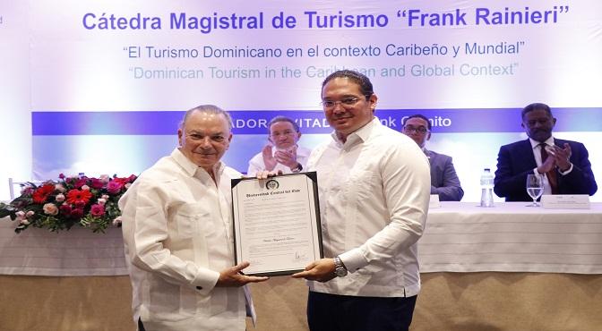 UCE apertura Cátedra Turismo en homenaje al empresario Frank Rainieri