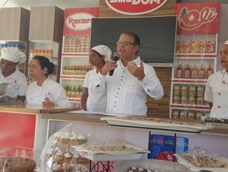 Luis José Chávez y Magnolia de Melo durante la feria Turística Descubre Barahona