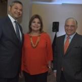 Vinicio Mella, Mildred Mella y Kenth Brother.
