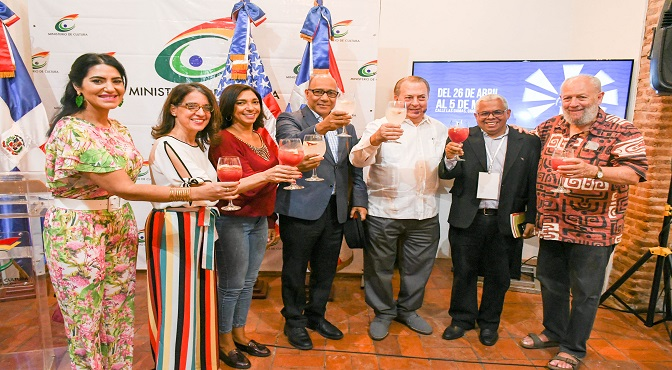 Gina Rodriguez, Ruth Herrera, Sara Meran, Henry Santos, Eduardo Selman, Valentín Amaro y Freddy Ginebra
