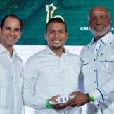 Juan José Rodríguez recibió premio en desempeño extraordinario