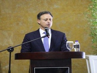 El procurador Jean Rodríguez mientras expone los avances del plan estratégico del Ministerio Público para prevenir y perseguir el crimen.