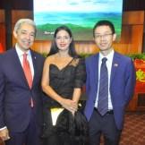 Luis Concepcion, Susana de Concepcion y Xu Tiefei, agregado de prensa embajada