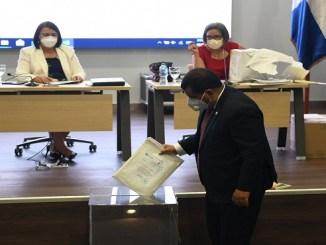 El Comité de Compras y Contrataciones del INFOTEP inició el proceso con la apertura del Sobre A, con las propuestas técnicas de los dos oferentes