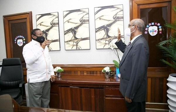 El director del SRSM, doctor Féliz Féliz juramentó al doctor Ramón Núñez como director del Hospital Municipal de Engombe