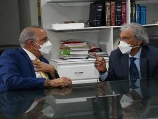 Doctores Plutarco Arias, ministro de Salud Pública, y Rafael Mena, presidente de Andeclip