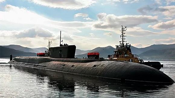 Rusia puso en el Mar Blanco el submarino más grande y potente del mundo el K-329 Bélgorod