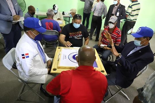 Padres del sector San Carlos fueron agasajados ayer por el Consejo Nacional de Drogas junto Organizaciones Comunitarias y la directiva del Club de ese sector