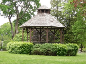 Make the Most of Your Garden with an Outdoor Structure