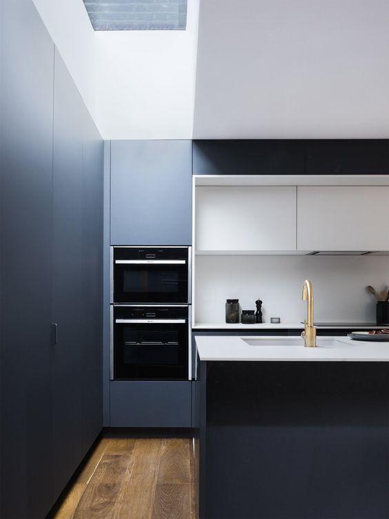 cuisine contemporaine bleu nuit et blanche fenix