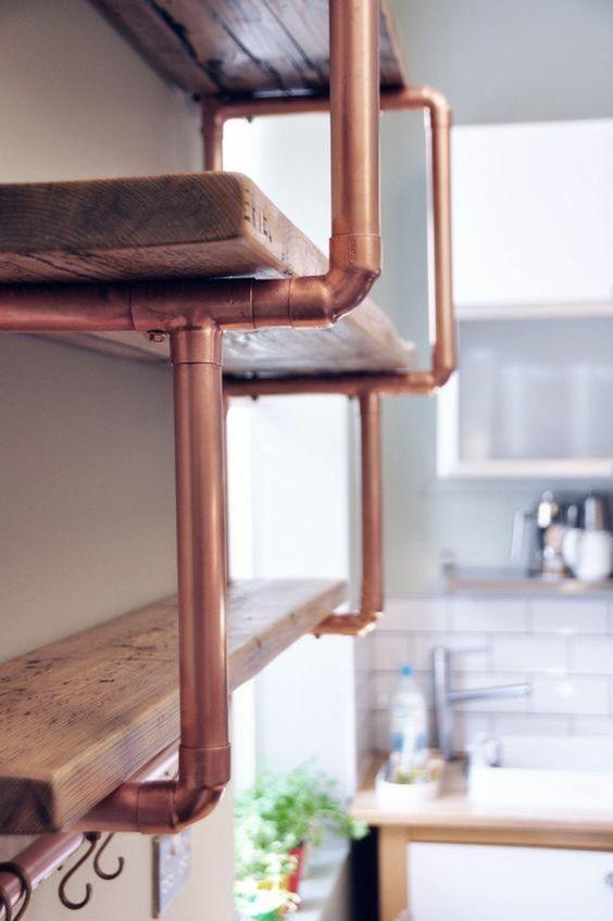 diy déco étagère en bois et tuyau de récupération cuivre