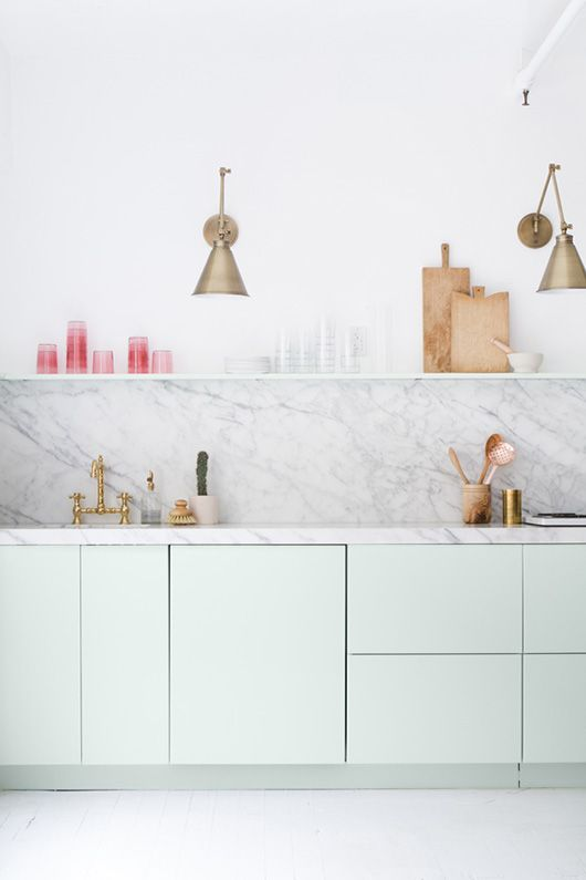 Rendez votre cuisine unique avec les étagères style scandinave