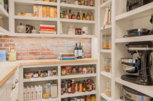 cellier dans l'arrière cuisine