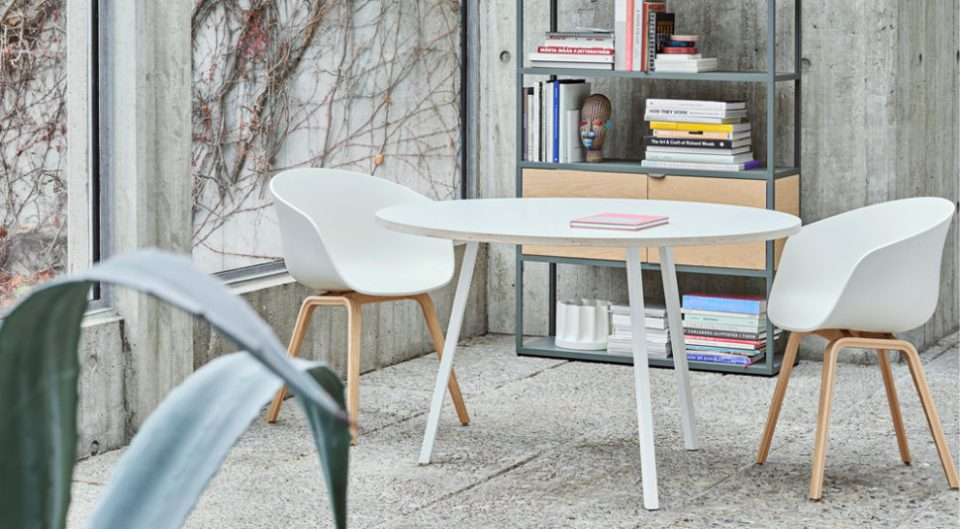 chaise inspiration scandinave blanche et bois smallable