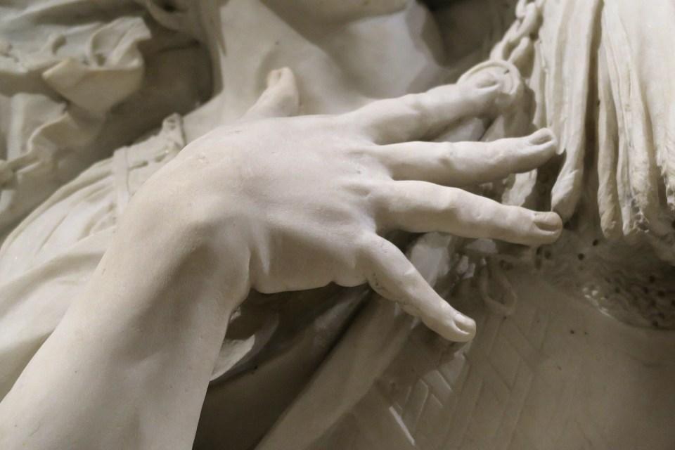 main d'homme- detail de sculpture