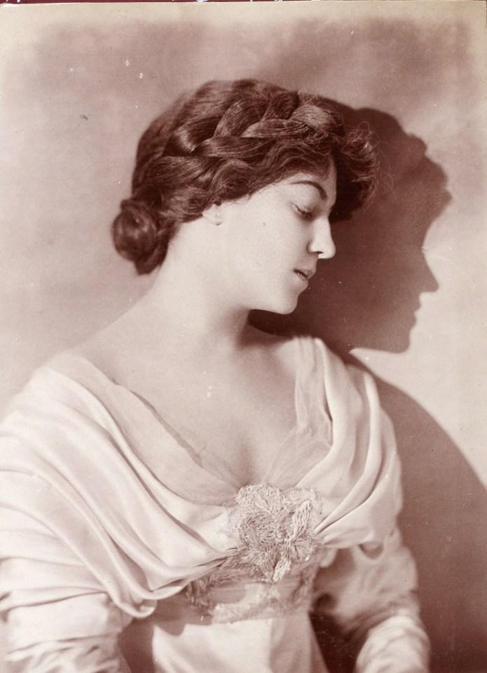 visage féminin de profil