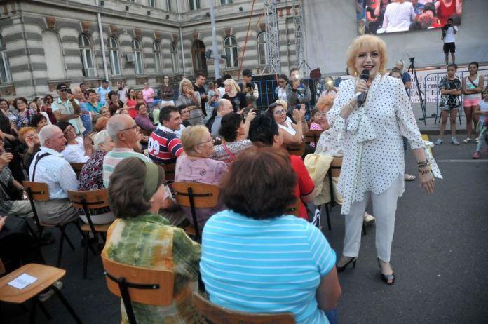 Recitalul Corinei Chiriac a entuziasmat Piaţa Tricolorului