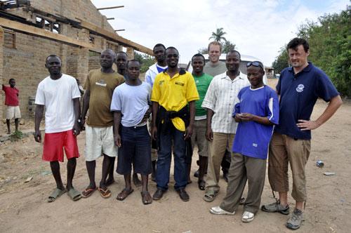 Staff Kiwanaqua à Kabwe,John, Benja, Amisi, Kalolo, Salmini, Kibwana, Gilbert, Chabani, Laurent et Benoît