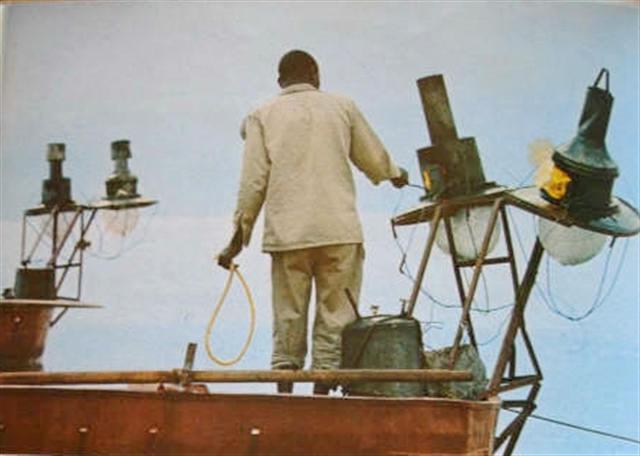 Pêche au lamparo, pêcheur au lamparo préparant son matériel.