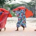 Deux personnes indigènes s'exprimant sur une danse traditionnelle du peuple Wmyuu, la danse Yonna.