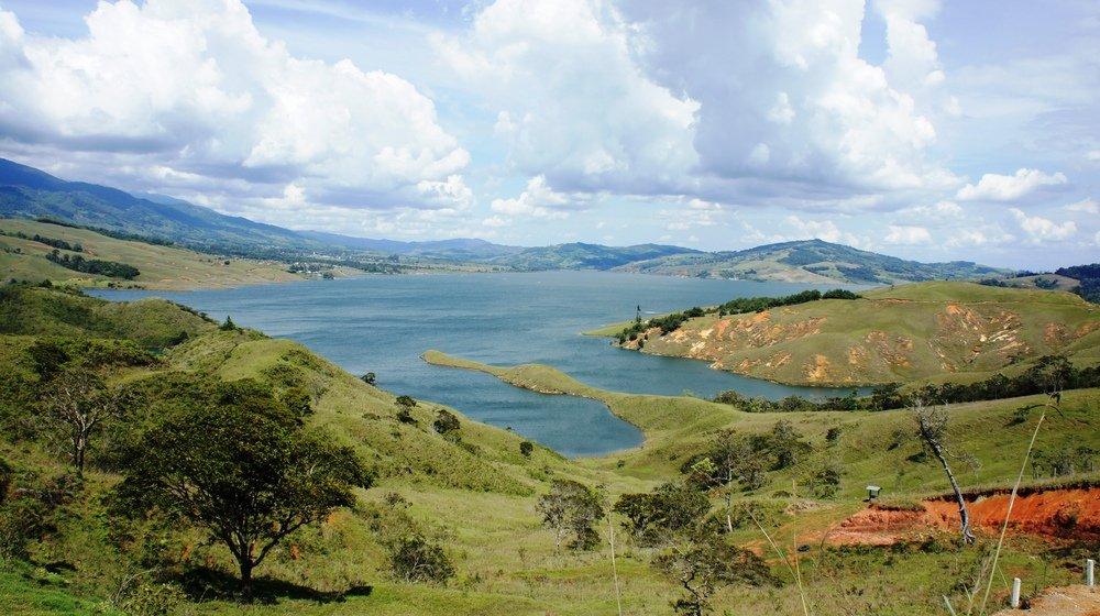 Larguer les voiles sur le lac Calima !