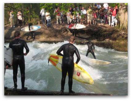 Wave surfing Englischer garten
