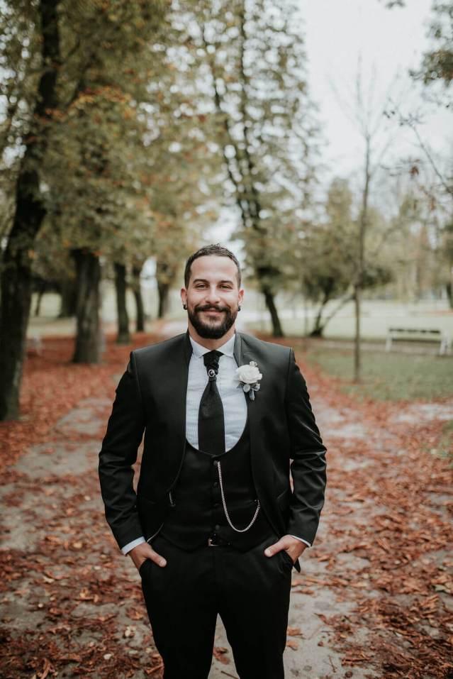 Autumn groom