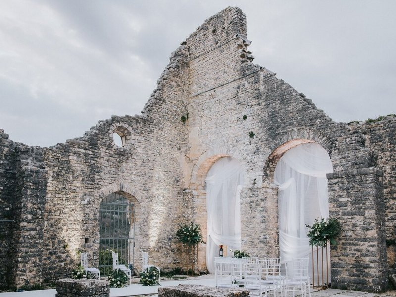 TREASURE IN THE RUINS STYLED SHOOT