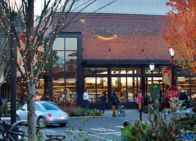 Amazon bookstore in Seattle - University Village Amazon ...