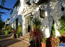 Cypress Inn - Doris Day Hotel Dog Friendly