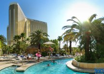 Las Vegas Family Hotels With Pools Rides And