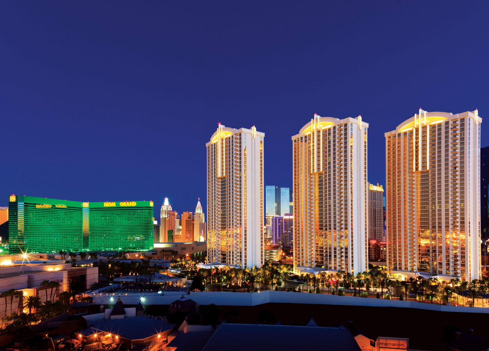 Vegas Sign Weddings