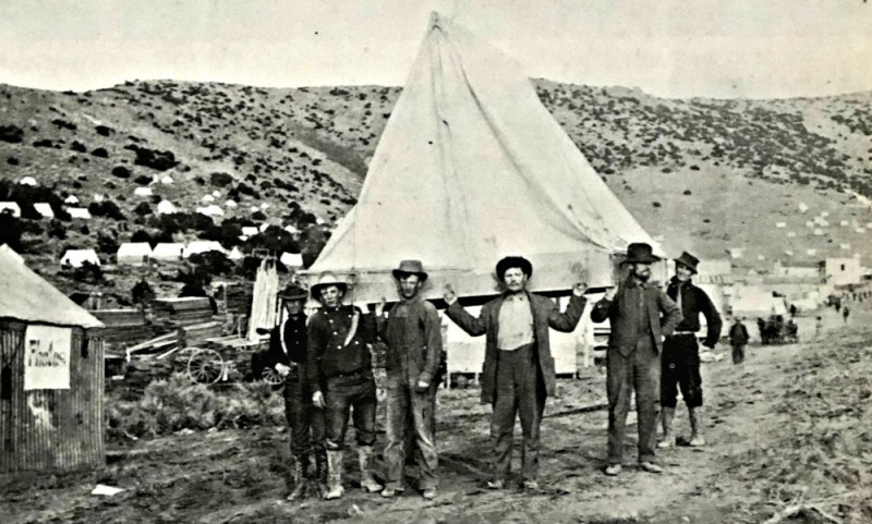 Moving a tent of Rochester, Nevada 1913