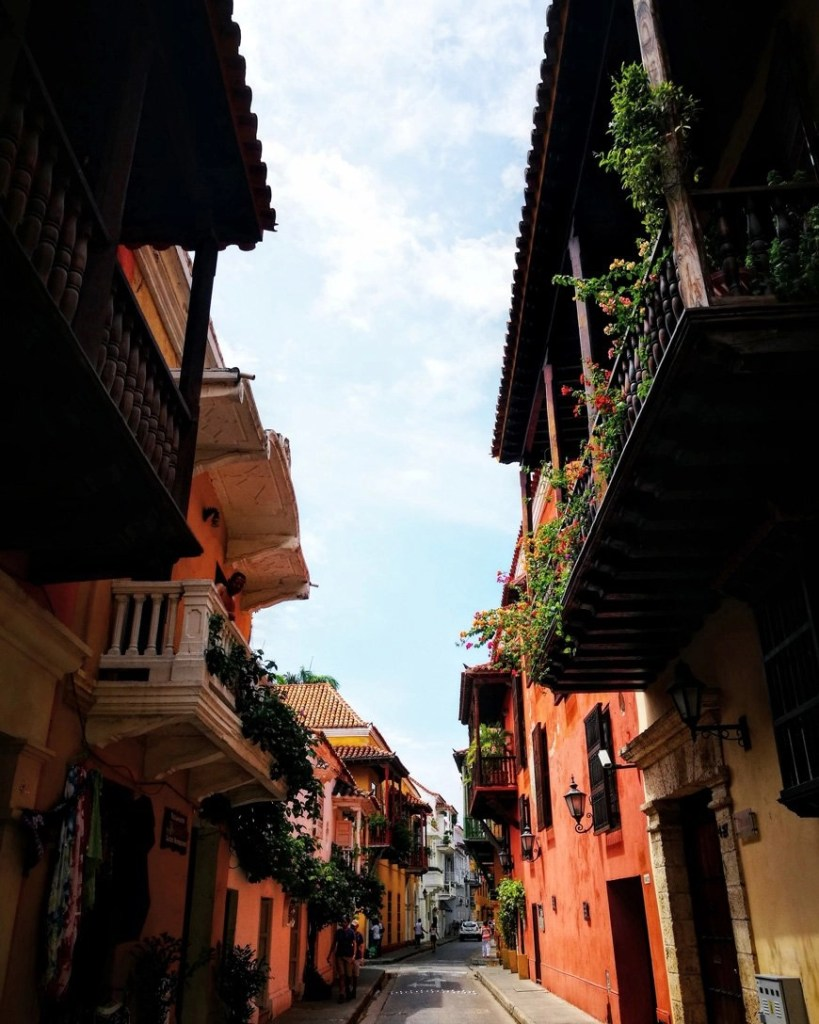 Colonial streets in Cartagena - Beautiful places in Colombia