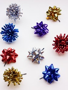 Christmas Bow Ornaments Using Bobby Pins and Bows