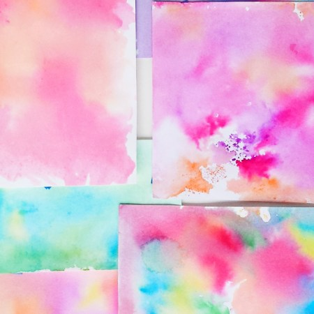 How to Make a Watercolor Background Without Watercolors | Use Tombow Dual Brush Pens and a Sprayer to Create Beautiful Watercolor Washes | Destination Decoration
