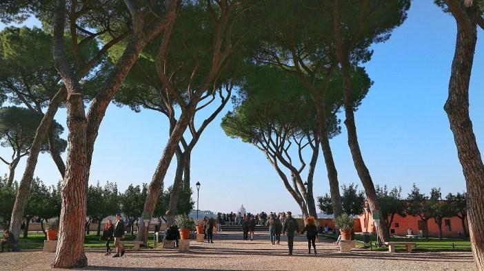 Giardino degli Aranci di Roma, il parco nascosto tra mistero e ...