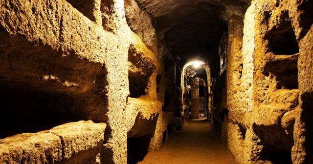 Catacombe di San Callisto, 20km di cunicoli nei sotterranei di Roma |  Destinazione Terra - il blog di Davide & Rachele