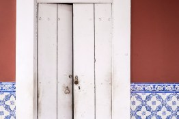 Portugese styled tiles can be found on many buildings in Panjim