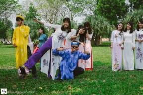 Schoolgirls in traditional Vietnamese clothes