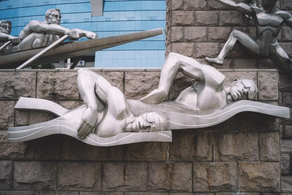 A Oportunidade está em você Esculturas ferro atletas nadando e remando