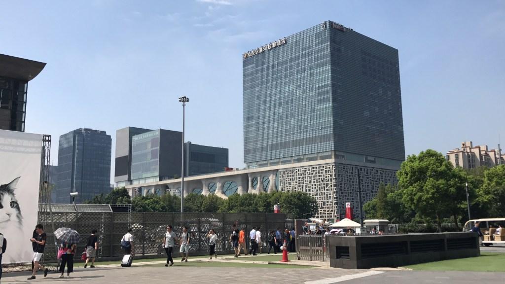 Existe sorte nos negócios? Praça e prédios em região central em cidade da China