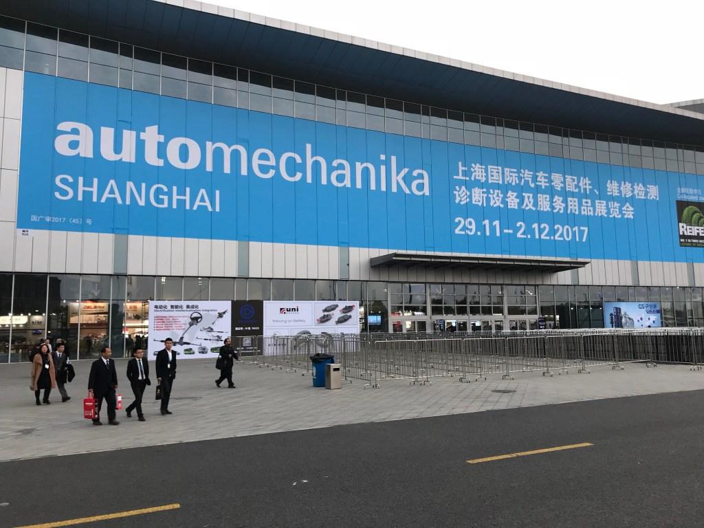 A maior feira de autopeças da China Fachada externa de prédio onde acontece feira na China