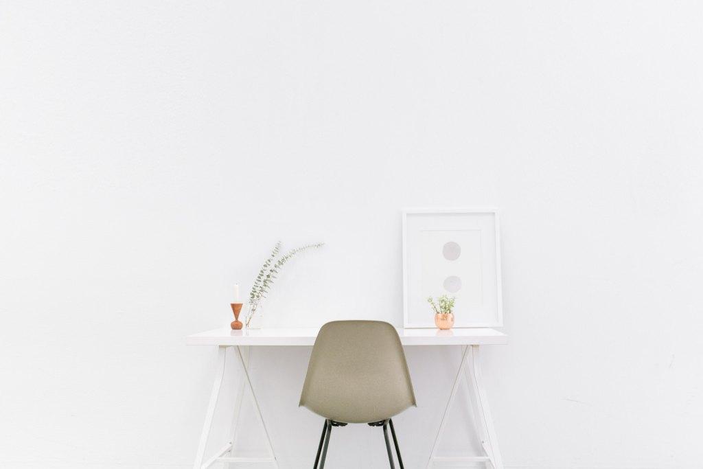 Como importar Material de Escritório da China Mesa de escritório branca e cadeira marrom
