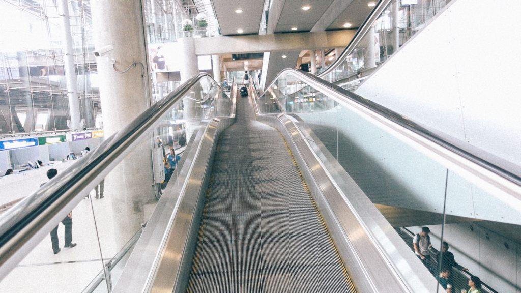 3 dicas para lucrar mais com sua importadora Esteira de malas em aeroporto Chinês